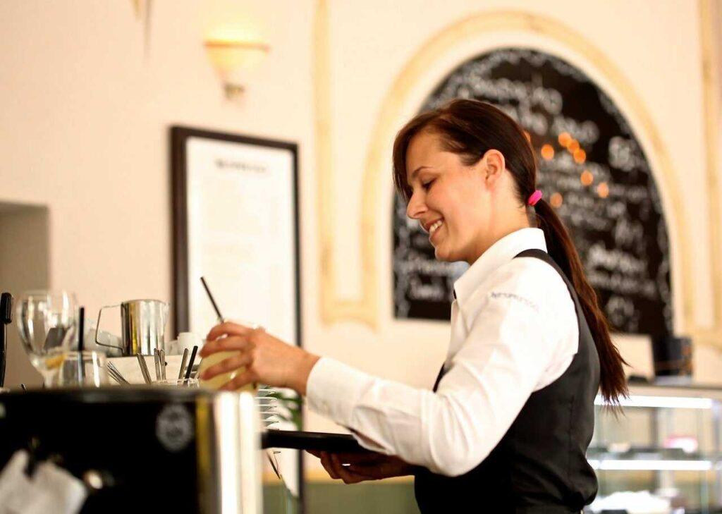 Trabajar como camarera en  Argentina