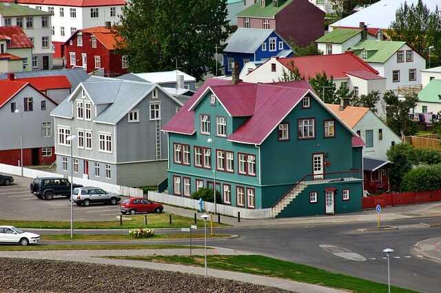 Pros y contra de vivir y   trabajar en Islandia-  Reikiavik